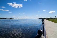 Invallning av Volgaet River Yaroslavl Ryssland royaltyfria foton