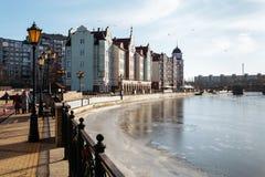 Invallning i fiskeläget i Kaliningrad arkivfoton