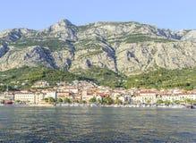 Invallning i semesterortstaden av Makarska Arkivbilder