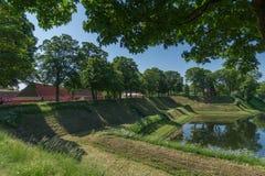 Invallning och vallgrav på den gamla fästningen Kastellet, Köpenhamn, Danmark arkivbild