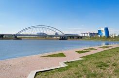 Invallning på den Ishim floden i Astana arkivfoton
