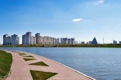 Invallning på den Ishim floden i Astana royaltyfri foto