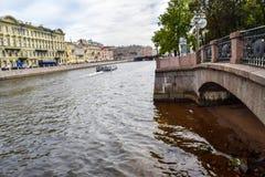 Invallningen av den Fontanka floden i St Petersburg Arkivfoton