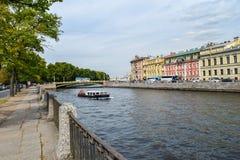 Invallningen av den Fontanka floden i St Petersburg Royaltyfri Bild