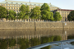 Invallningen av den Vltava floden i Prague Arkivfoton