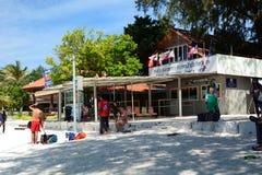 Invandringkontrollpunkt på den Pattaya stranden Ko Lipe Satun landskap thailand Royaltyfri Fotografi