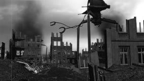 Invasion étrangère de vintage : Attaque des trépieds BW de guerre banque de vidéos