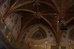 Invecklad designmodell på taket av den gotiska Hallen med dess Royaltyfria Foton