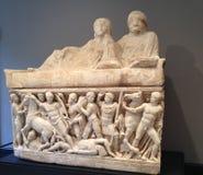 Invecklad romersk marmorfris av stridplatsen Arkivfoto