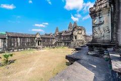 Invecklade carvings på en tempelvägg i Siem Reap, Kambodja 4 Arkivbilder