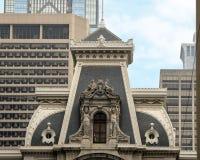 Invecklade och detaljerade utsmyckade skulpturer på stadshuset, Philadelphia Royaltyfri Foto