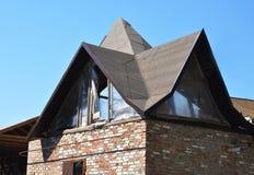 Invecklade taklinjer och design Invecklat tak som inramar konstruktion fotografering för bildbyråer