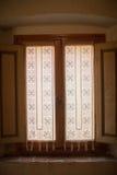 Invecklat snöra åt gardinen royaltyfria bilder