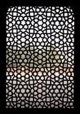 Invecklat snida av stenfönstergallret på den Humayuns gravvalvet, Delhi arkivfoton