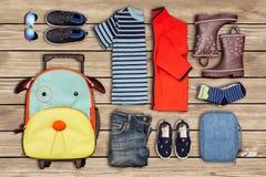 Inventaire de voyage du ` s d'enfant Images stock