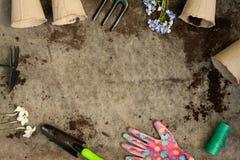 Inventario del giardino a bordo con terra Fotografie Stock