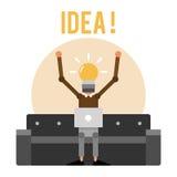 Inventeur de bande dessinée sur le sofa avec l'ampoule au lieu de la tête Photo stock