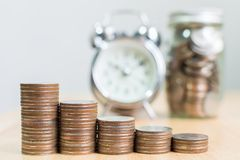 Inventez l'étape de pile s'élevant jusqu'aux affaires financières de succès avec du Cl Photographie stock libre de droits