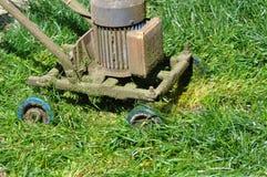 Invenzione della falciatrice da giardino fotografia stock libera da diritti