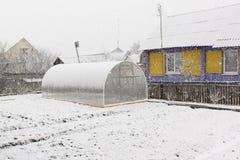 Invernadero y nieve Imagenes de archivo