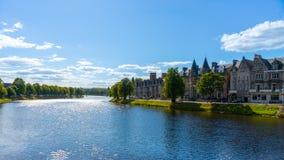 Inverness con il fiume Ness fotografie stock libere da diritti