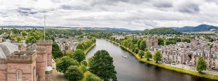 Inverness en el tiempo nublado en verano, Escocia Imágenes de archivo libres de regalías