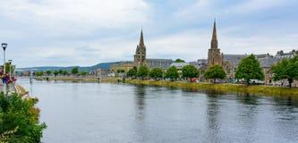 Inverness, fiume Ness della Scozia e vecchia alta chiesa Fotografia Stock Libera da Diritti