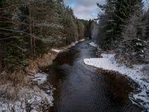 Inverno al fiume fotografie stock libere da diritti