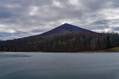 Inverno in anticipo della montagna superiore tagliente Immagine Stock