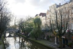 inverno-céu sobre De Zaanse Schans na Holanda fotografia de stock royalty free
