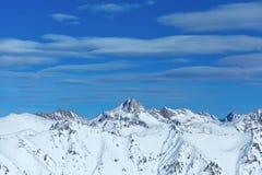Inverno caucasico di Dombai della cresta della montagna fotografie stock libere da diritti