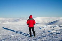 Inverno che fa un'escursione nelle montagne Fotografia Stock Libera da Diritti
