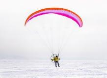 Inverno che kitesurfing Immagini Stock