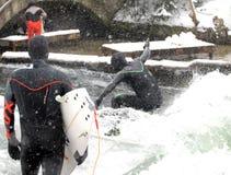 Inverno che pratica il surfing a Monaco di Baviera Fotografia Stock Libera da Diritti