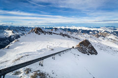 Inverno com inclinações do esqui do recurso do kaprun Fotos de Stock