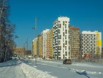Inverno Complesso residenziale a pochi piani moderno Fotografie Stock Libere da Diritti