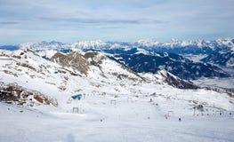 Inverno con i pendii dello sci della località di soggiorno del kaprun Fotografie Stock Libere da Diritti
