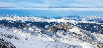 Inverno con i pendii dello sci della località di soggiorno del kaprun Fotografia Stock Libera da Diritti