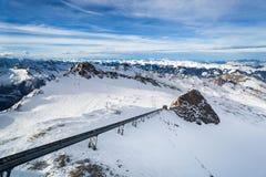 Inverno con i pendii dello sci della località di soggiorno del kaprun Fotografie Stock