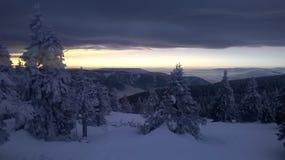 inverno da luz do sol da montanha Fotografia de Stock Royalty Free