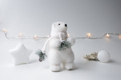 Inverno dell'orso polare con l'albero di Natale Immagini Stock