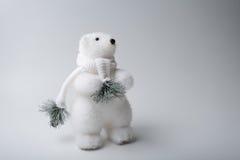 Inverno dell'orso polare, decorazioni di natale su fondo bianco Fotografia Stock