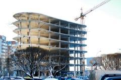 Inverno della gru della costruzione di edifici Fotografie Stock Libere da Diritti