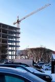 Inverno della gru della costruzione di edifici Immagini Stock