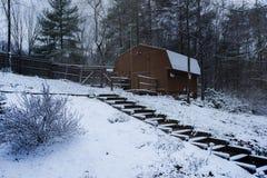 Inverno della neve della Virginia dell'Ovest dell'azienda agricola del granaio Fotografie Stock