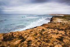 Inverno della riva di mare della spiaggia dell'Australia della scogliera di Ningaloo bello immagini stock