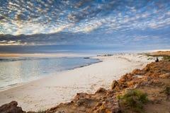 Inverno della riva di mare della spiaggia dell'Australia della scogliera di Ningaloo bello Fotografia Stock Libera da Diritti