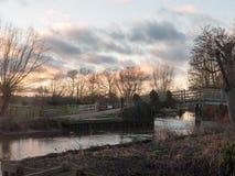 inverno di autunno di tramonto della natura dell'incrocio del ponte del fiume del mulino di flatford Fotografie Stock Libere da Diritti
