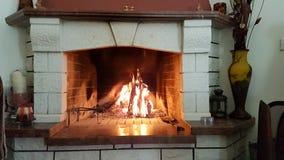 Inverno di calore del marmo del fuoco del camino Fotografia Stock Libera da Diritti