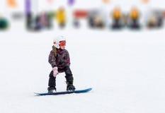 Inverno di corsa con gli sci della ragazza Fotografia Stock